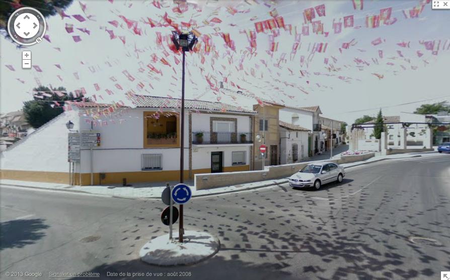 Calle Castilla y León : Calle Madrid, Serranillos del Valle, Comunidad de Madrid, Espagne, fanions